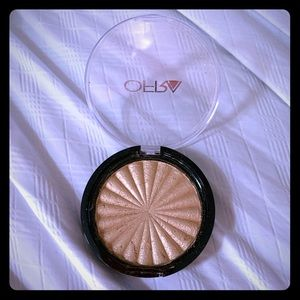 Ofra Cosmetics Rodeo Drive Highlighter, NEW